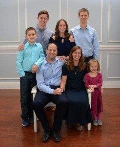 Alumni Erik and Michele Stapleton and family